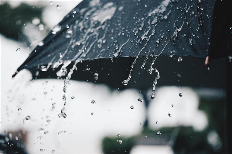 nobreaks para queda de energia durante as chuvas de verão